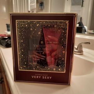 "NWT VICTORIA'S SECRET ""VERY SEXY"" HOLIDAY GIFT SET"